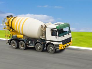 Доставка бетона автобетоносмесителем в Истру
